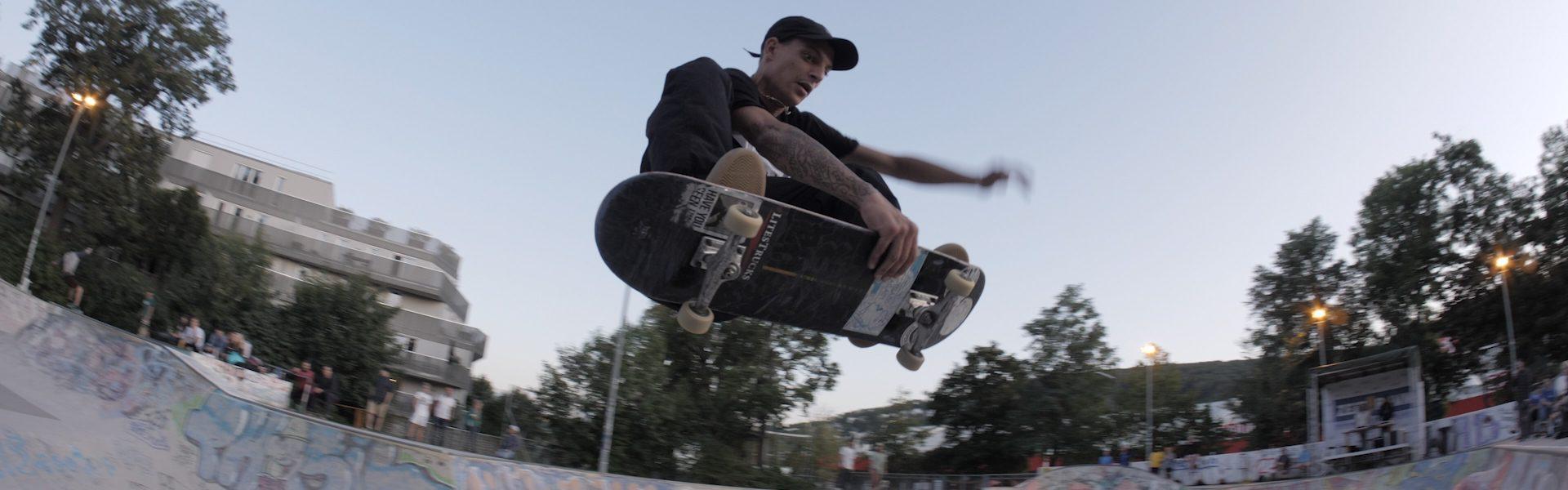 Skater_BS_Grab