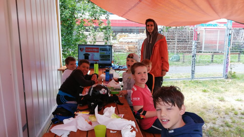 Summer_Skate_Camp - Video schauen im Regen