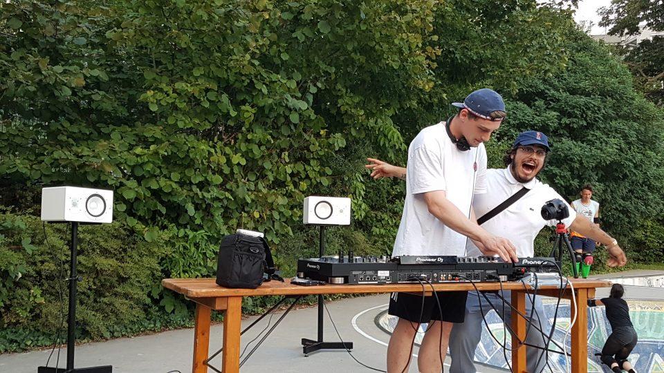 16+ Abend mit DJ